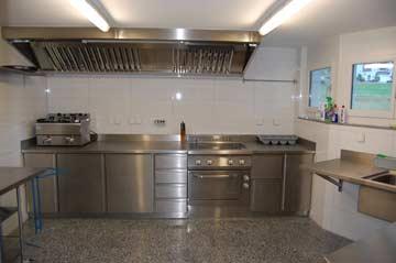 Neue, moderne und sehr gut ausgestattete Küche im Chalet Saas Grund