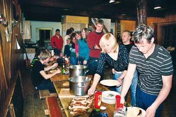 Skihütte Aminona - das Buffet ist eröffnet! Unsere Kunden in der Skihütte Aminona